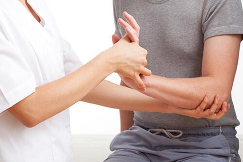5 bài tập dành riêng cho người bị đau khớp khuỷu tay do chơi quần vợt